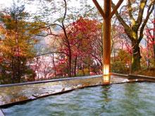 ゆさや旅館自慢の貸切露天風呂 茜の湯、秋の景色